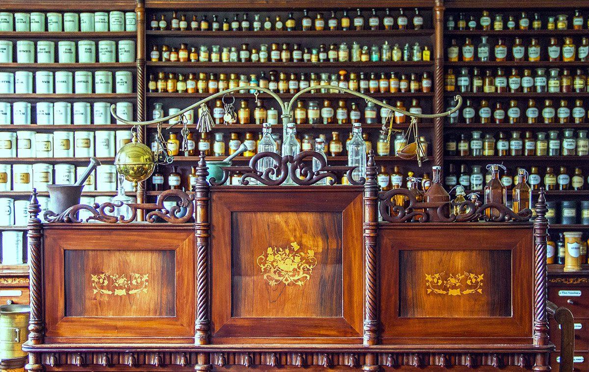 pharmacy-1507122_1920-1200x757.jpg